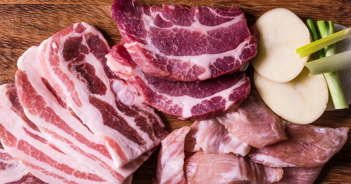 Covid-19 : un boucher offre des paniers de viande à des familles...