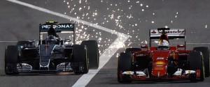 Formule 1 : pourquoi les voitures produisent des...